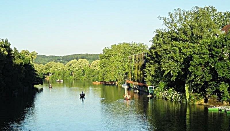 Boote auf dem Neckar in Tübingen